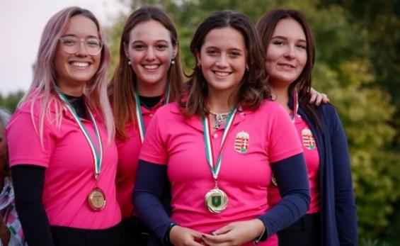 Golfünnep: duplázó lányok és fiúk